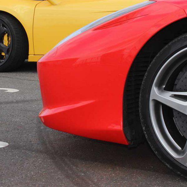 Kør selv en Ferrari eller Lamborghini på vej