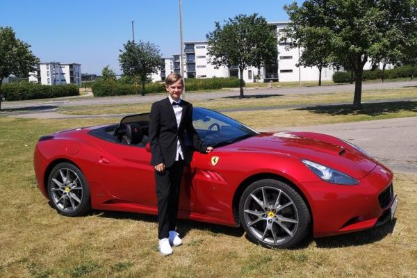 Lej en Ferrari California til konfirmationskørsel